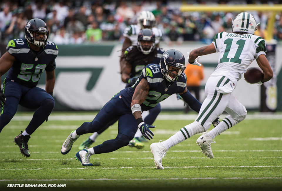 Earl Grabs One of Hawks' Three INTs to Top Jets